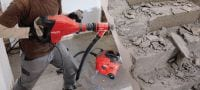 TE 700-AVR Demolition hammer Powerful SDS Max (TE-Y) wall breaker for heavy-duty chiseling in concrete and masonry, with Active Vibration Reduction (AVR) Applications 2